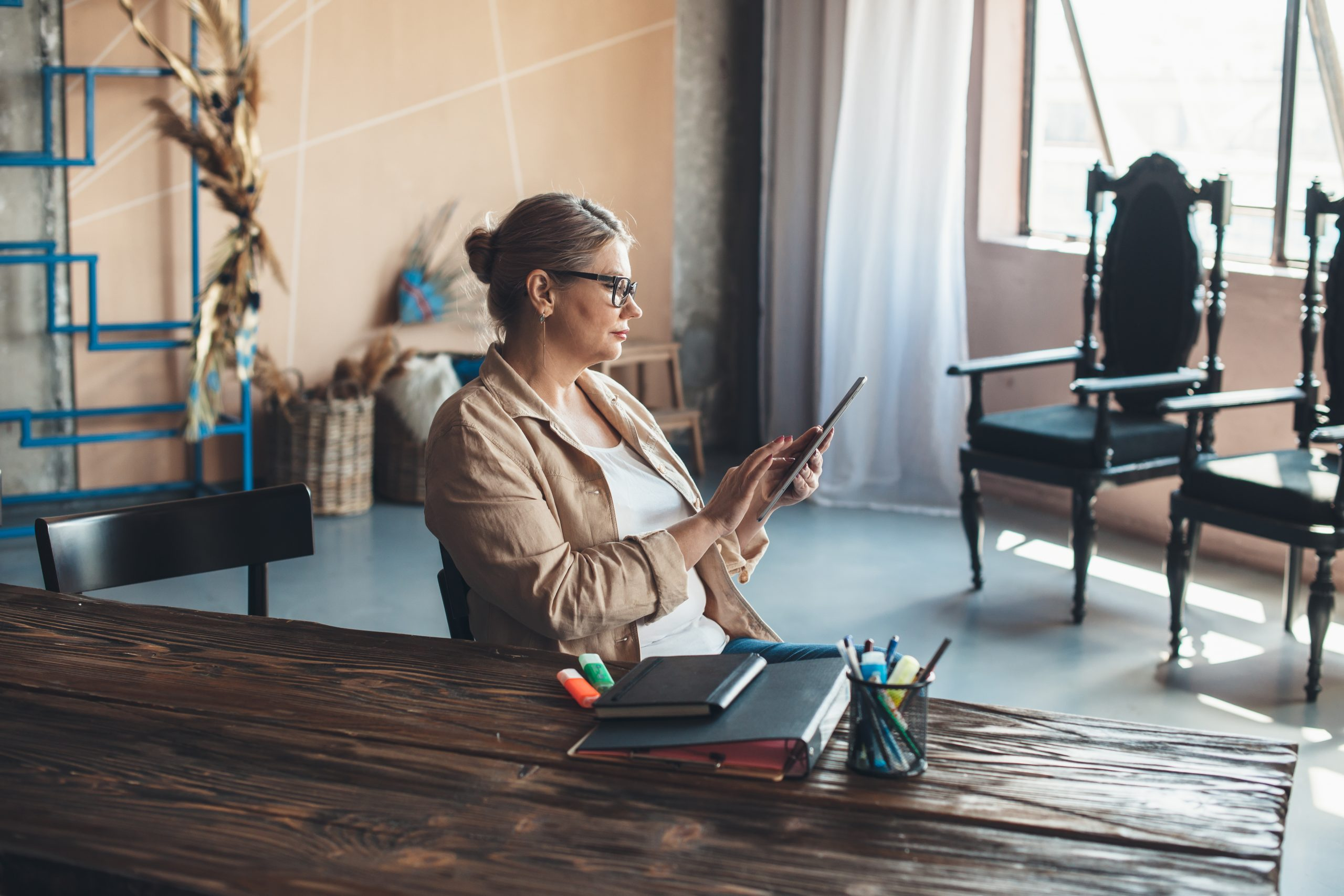 Senior,Caucasian,Woman,Is,Using,A,Tablet,At,Home,After